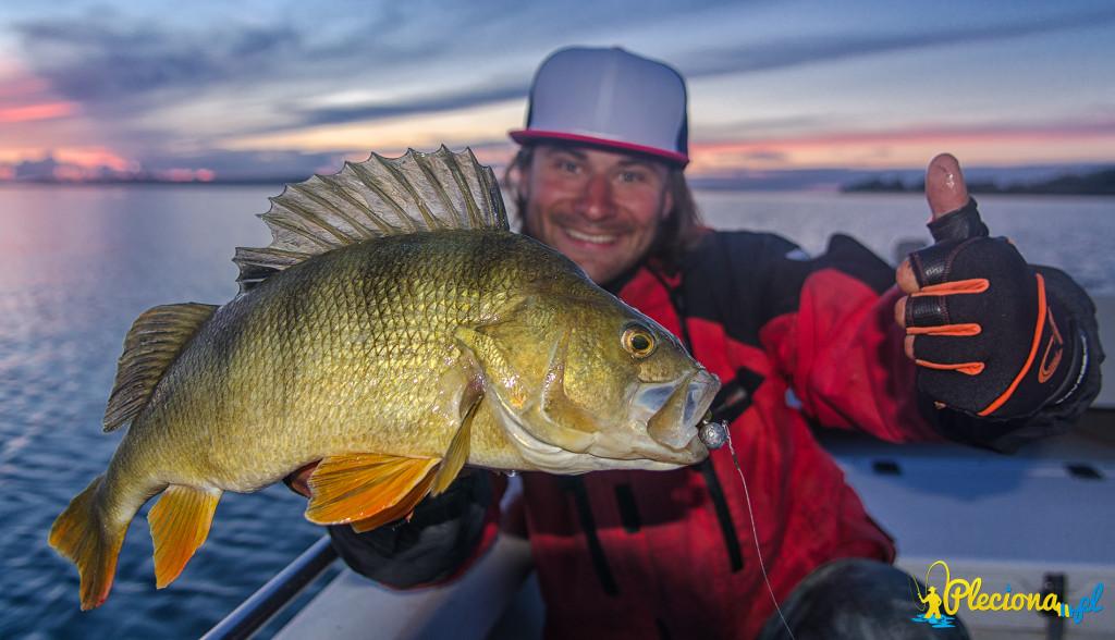 Majki po raz kolejny w tym dniu łowi rybę 47,5cm